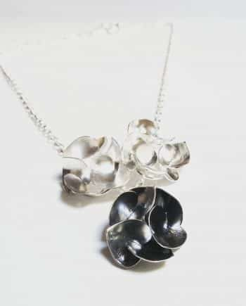 Soul in Link Three Peony Necklace