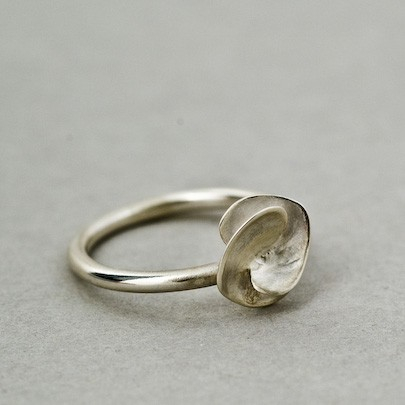 Soul In link Small Heart Motif Ring