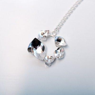 Soul in link Flower necklace