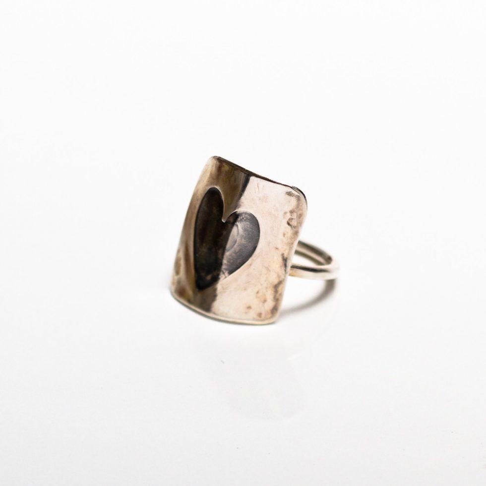 Shield heart Ring